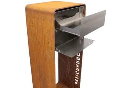 Chromstahl Briefkasten mit Rost