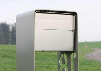 Briefkasten freistehend Chromstahl & Perlmausgrau